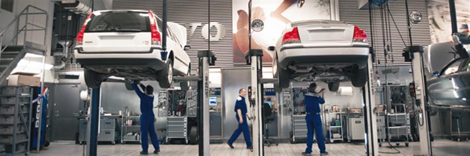 Bilverksted Sverige - volvo verksted - mekanikere reparerer bil